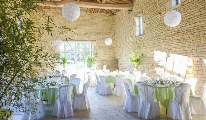 Louer une salle de réception près de Niort - Grange restaure a louer pour des evenements professionnels et prives