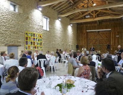 Repas d'entreprise dans la grange du domaine à Niort