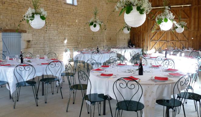 Salle de reception décorée a l'occasion d'un mariage